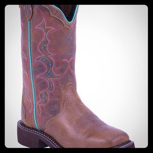 Women's cowboy boots 9B
